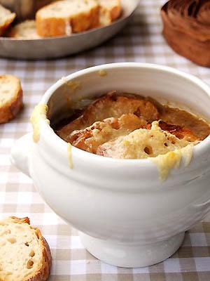 Soupe à l'oignon gratinée au porto parfumée à l'érable