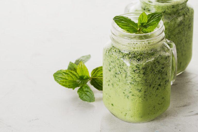 Smoothie vert à la menthe et sirop d'érable